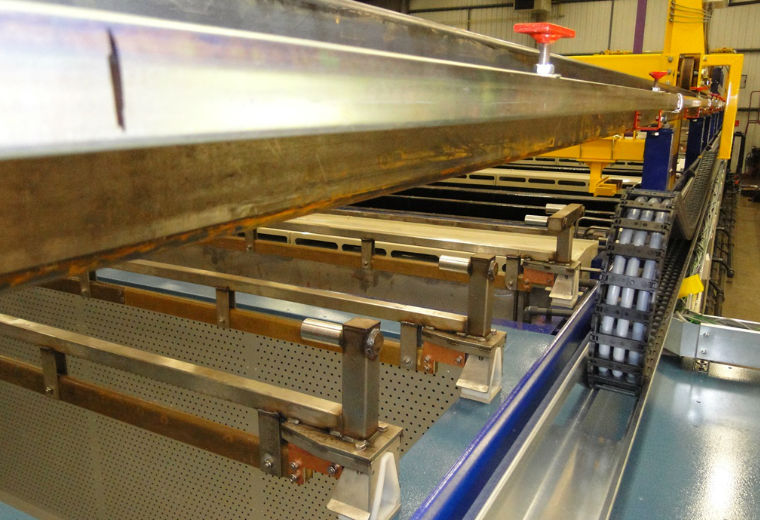Automated metal-finishing benefits from igus® energy cable management