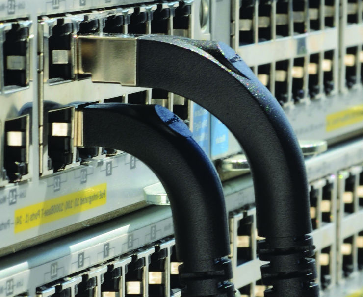 L-com Introduces Stackable Right-Angle Ethernet Cables
