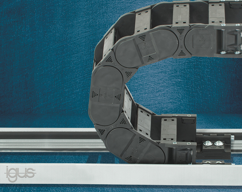Light and strong: igus aluminium support trays for energy chains in corrosive environments