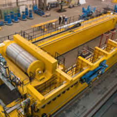 Extremely mobile – with loads up to 500 tons – igus energy chains in an 'XXL' size process crane